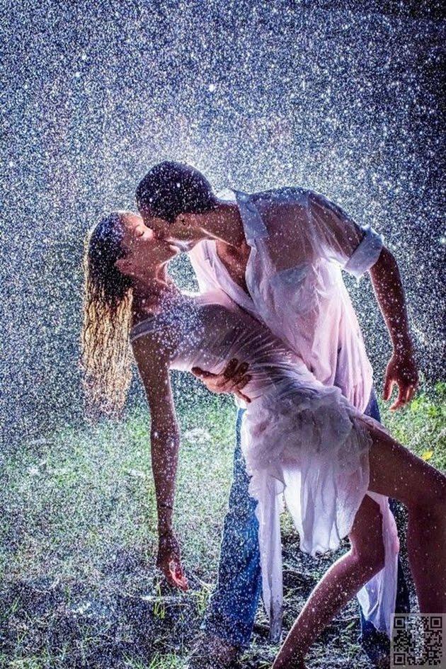 Romantic-Couples-Photography-In-Rain-38